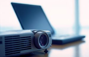 http://www.icsi.edu/Portals/22/laptop_projector%202.jpg